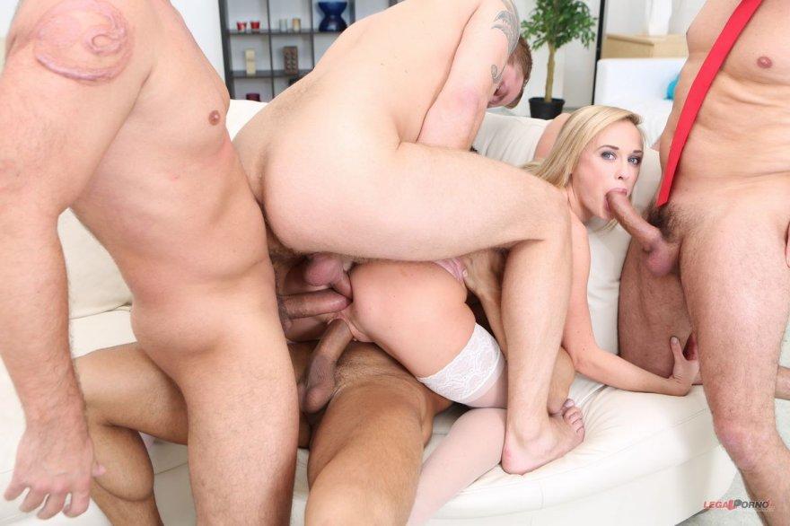 Фото группового порева с блондинкой в светлых носках секс фото