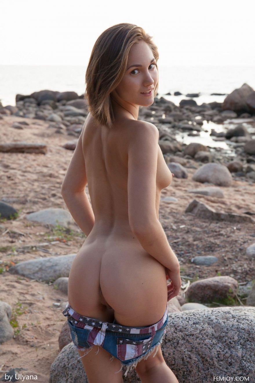 Фото девушки раздеваются на пляже