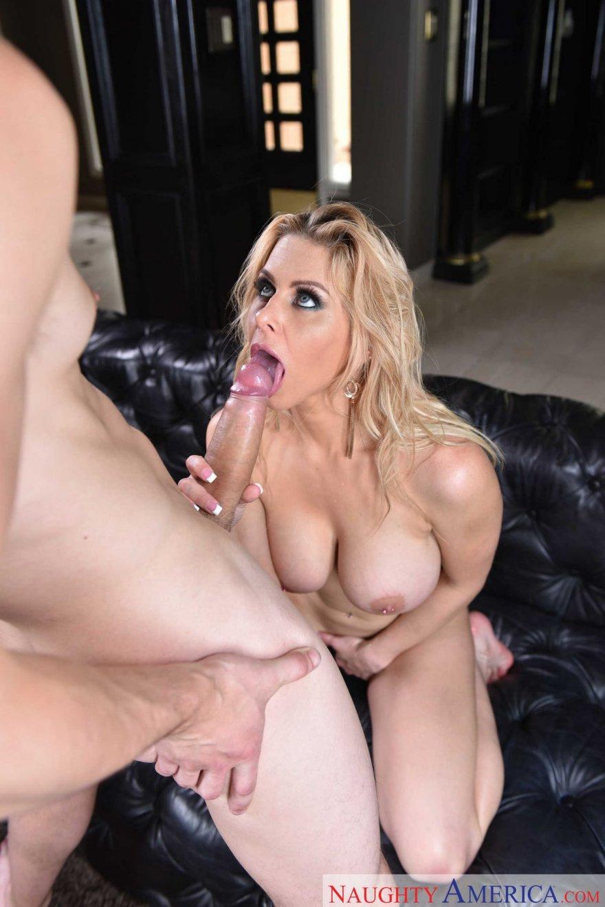 Фото оргазма большегрудой блондинки
