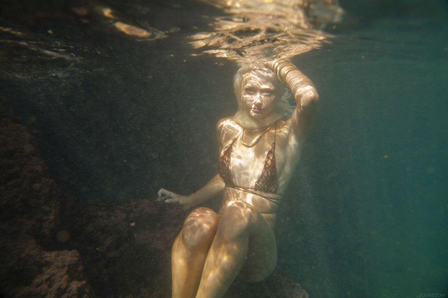 Необычные фото голой блондинки под водой
