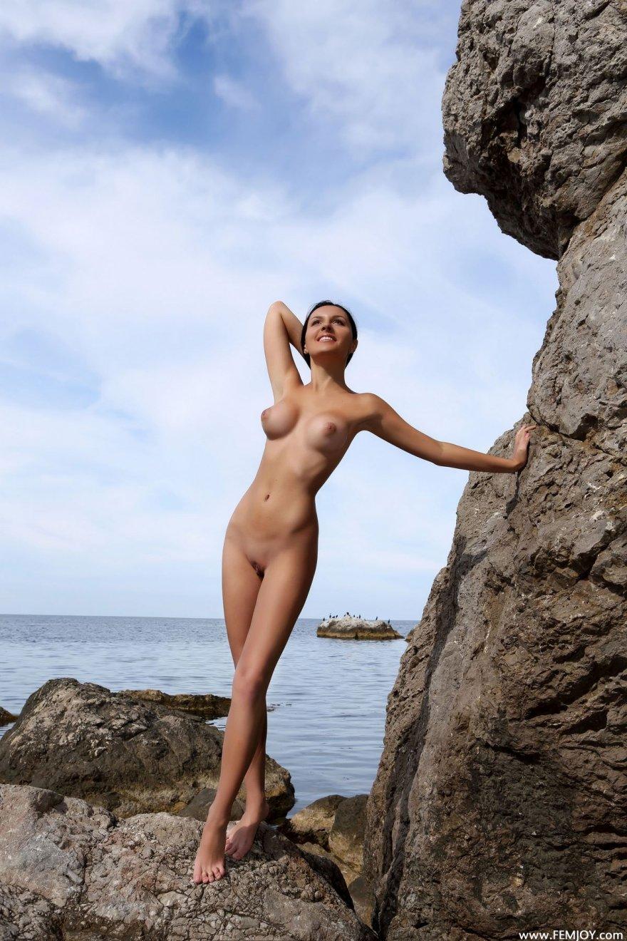 Роскошные фото смуглой брюнетки у моря смотреть эротику
