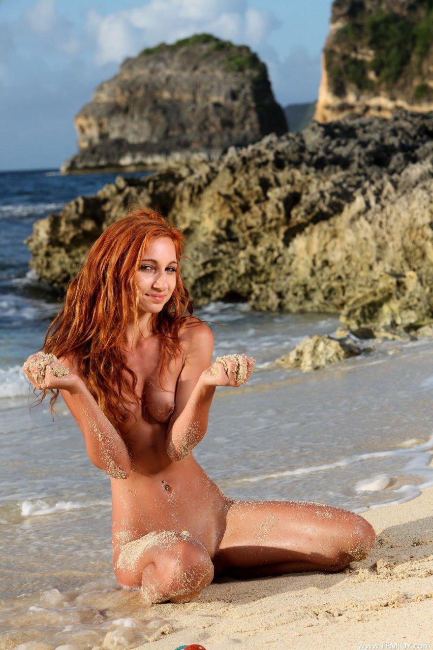 Неимоверная порнуха рыженькой модели на море