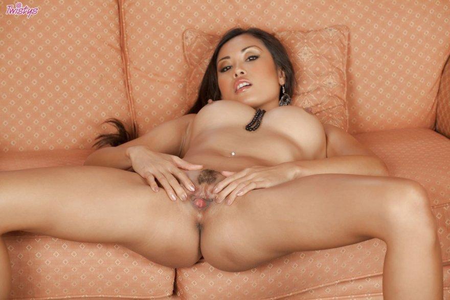 Откровенные фото сексуальной азиатки