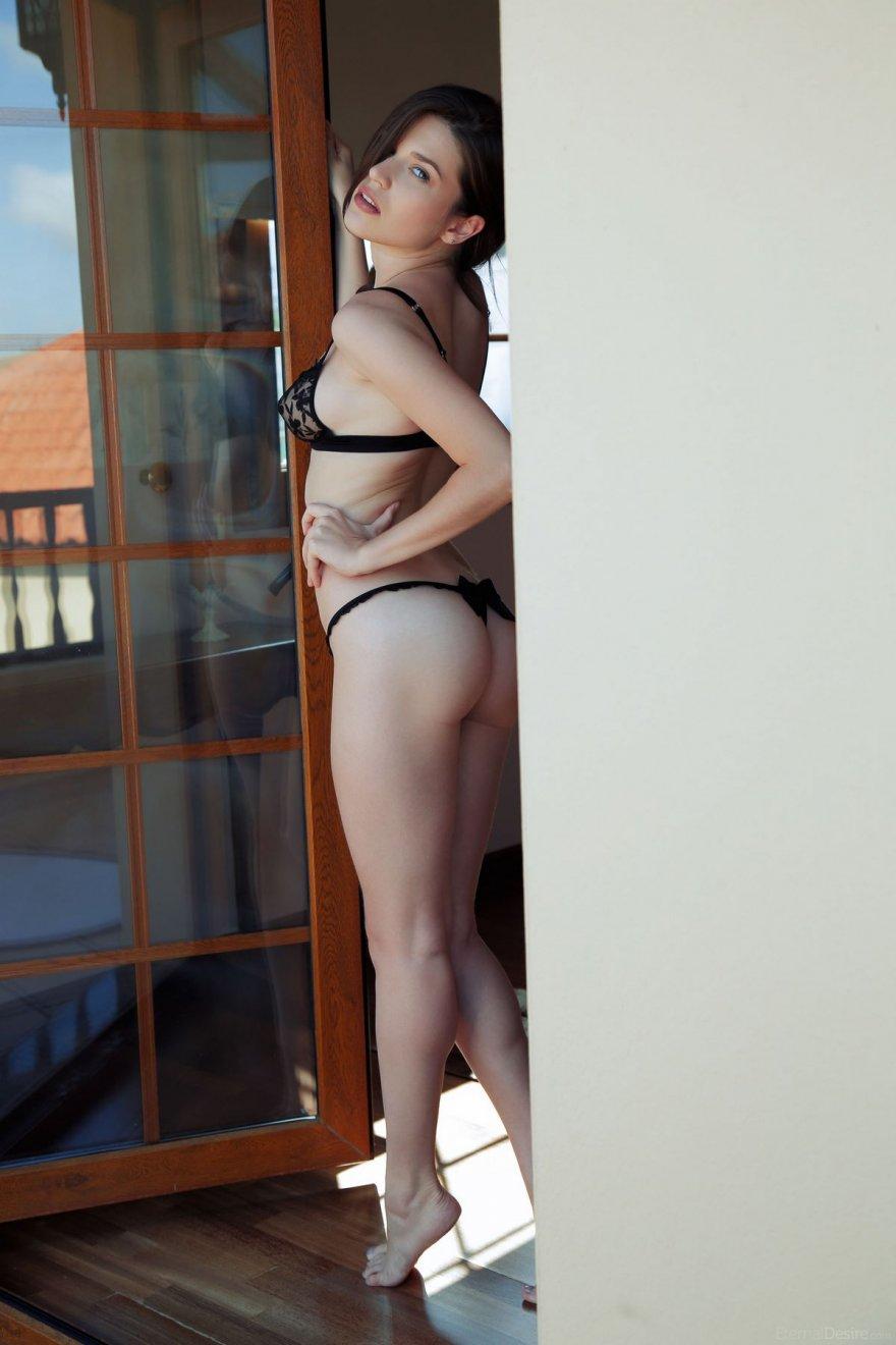 Порно в стрингах с бантиком