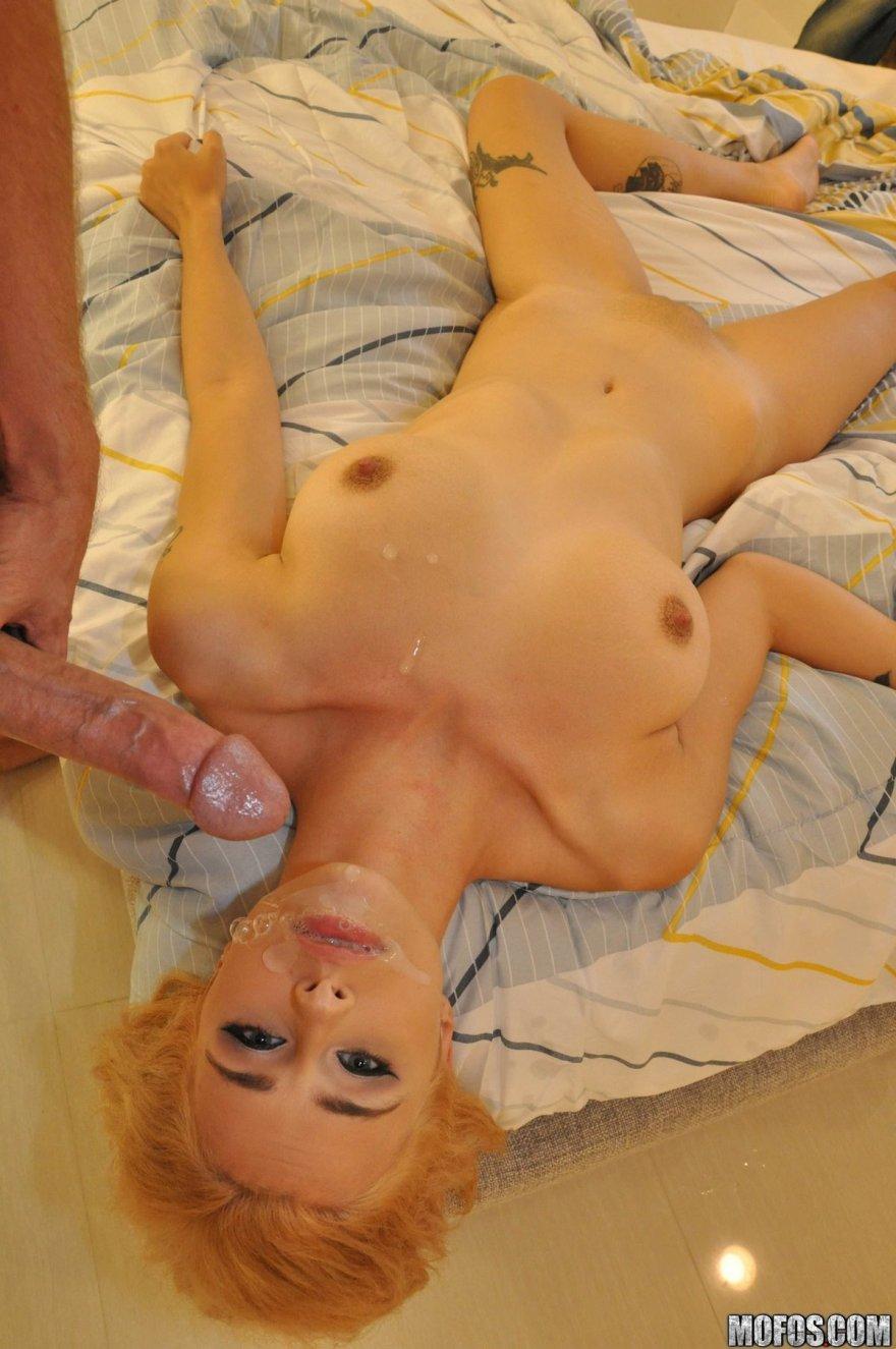 Бурный оргазм блондинки