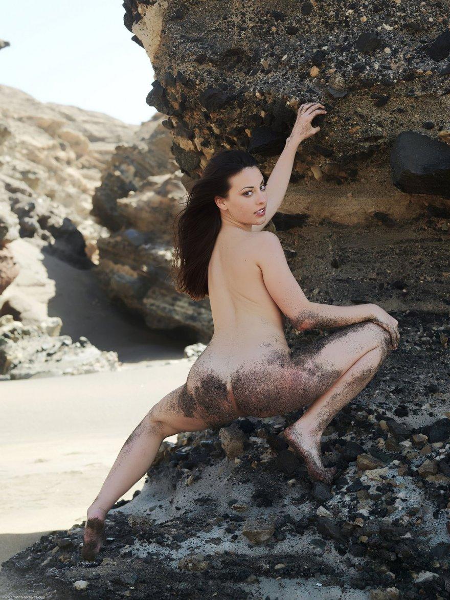 Грязная попка привлекательной шатенки Lorena секс фото