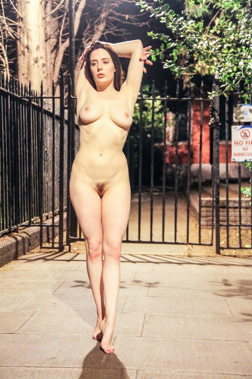 Фото голих женщин ночю