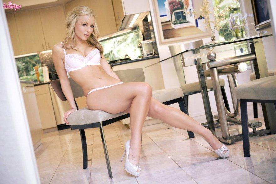 Красивая попка блондинки Kayden kross