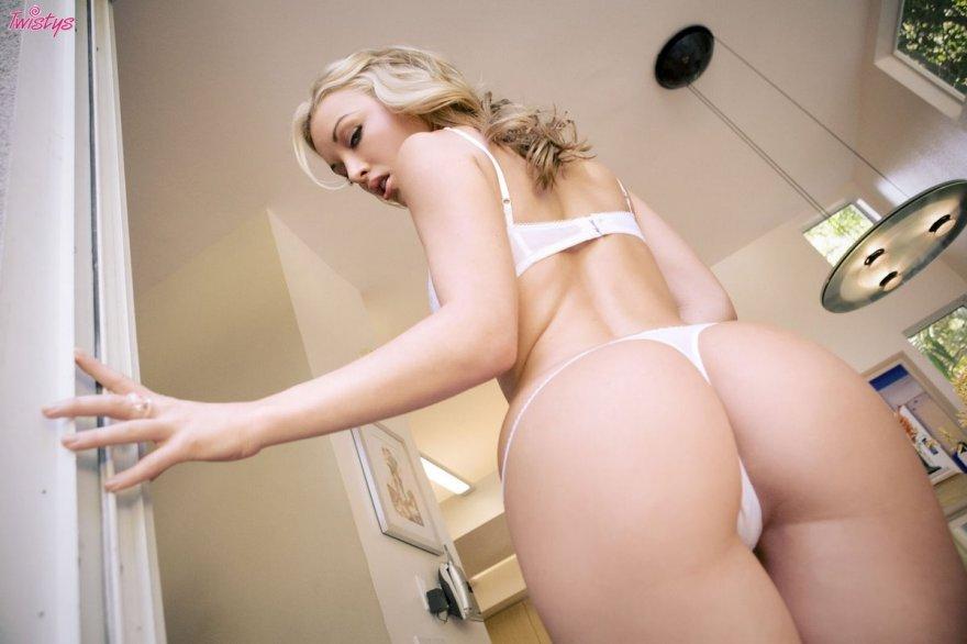 Шикарная попка блондинки Kayden Kross
