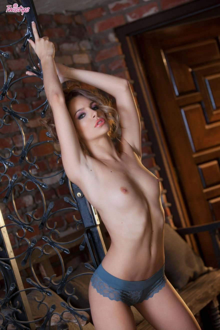 Игривая порнуха Kimmy в кружевных бикини