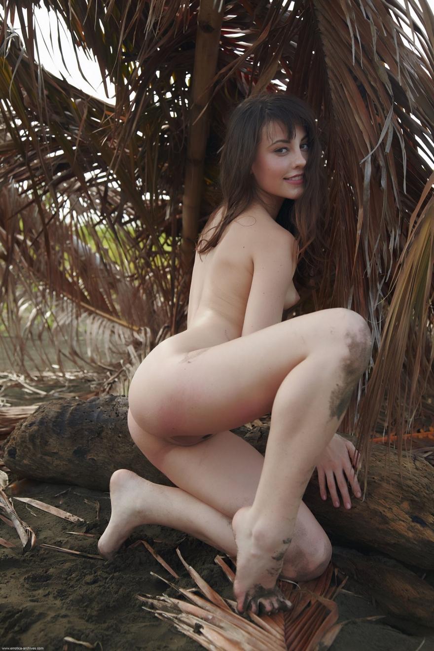 Эффектная Lorena на тропическом острове