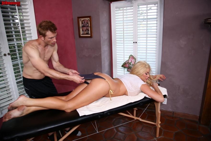 Порно блондиночки с гигантскими буферами на массажном столе секс фото