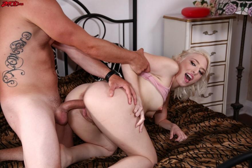 Секс фото блондинки в спальне