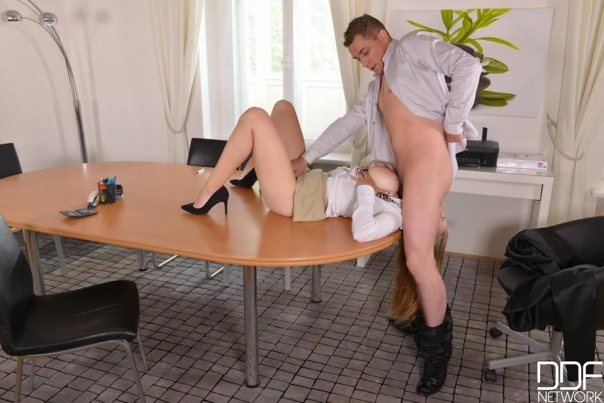 Горячий секс с секретарши
