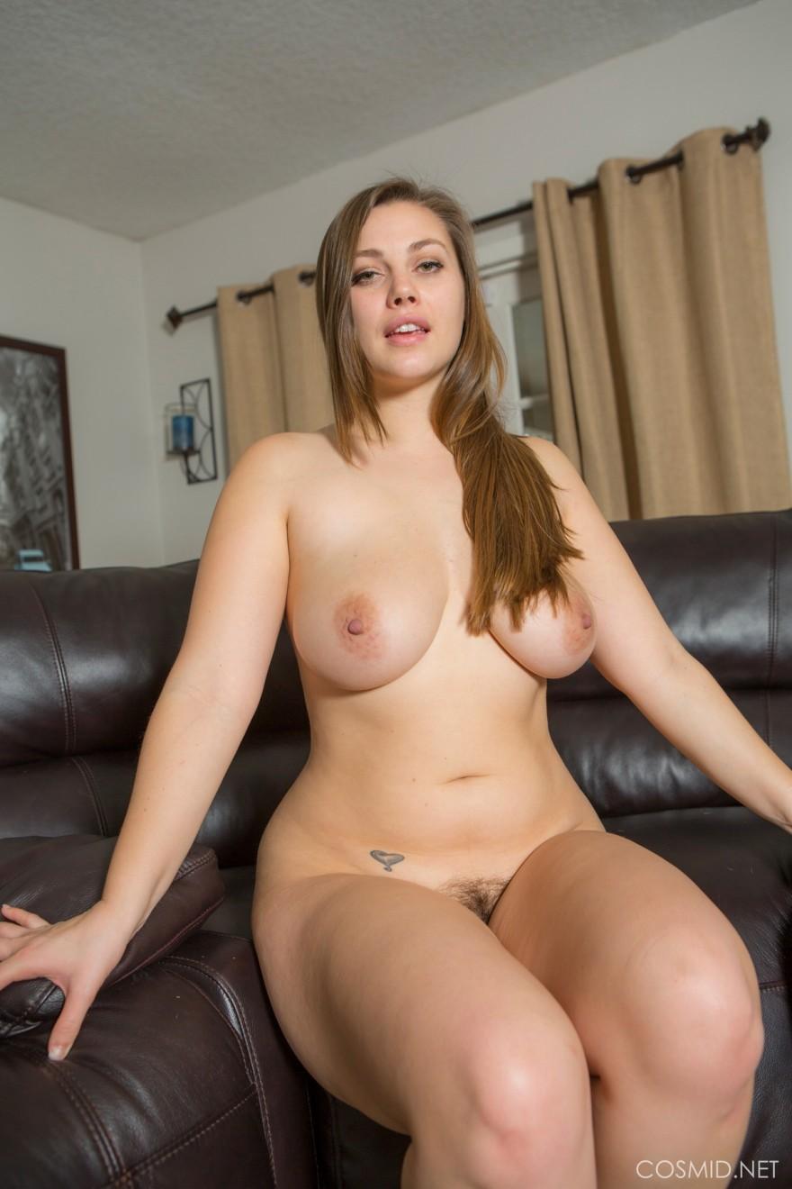 Фото голой женщины с шикарной задницей