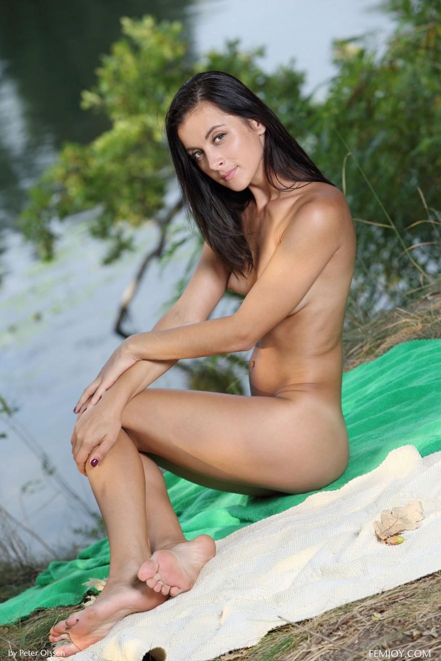 Секс фото девки около реки