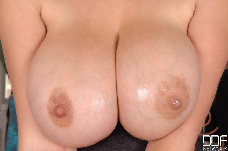 Порнофото упитанной светловолосые девки с шикарными сиськами секс фото