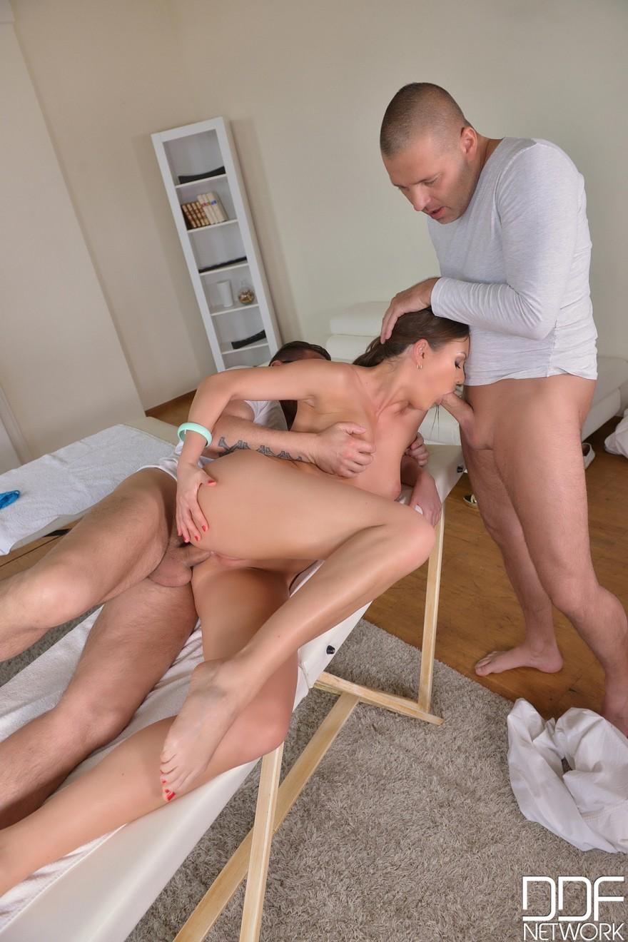 Порно массаж с двойным проникновением