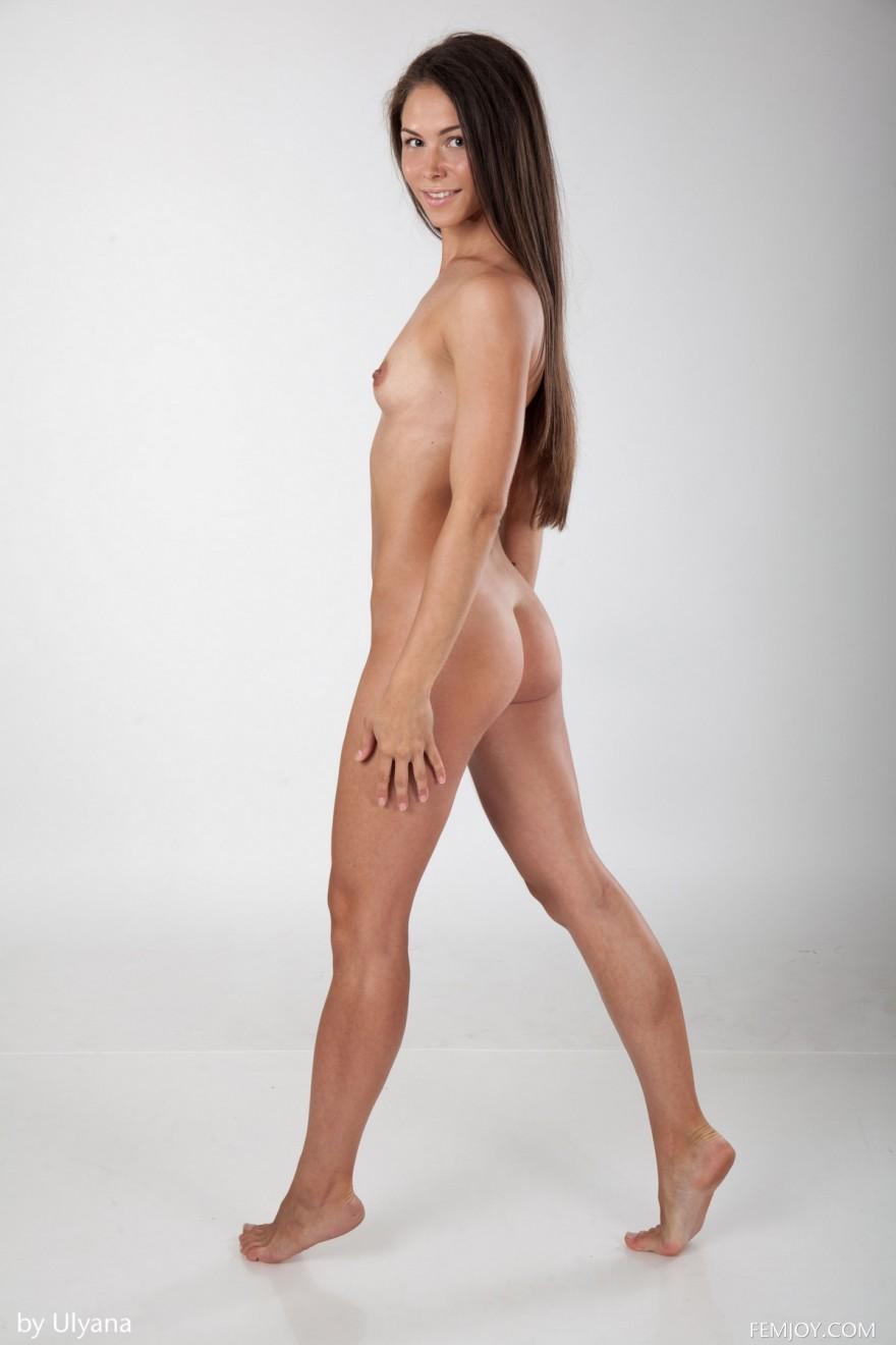 Чика с коричневыми сосками в студии секс фото