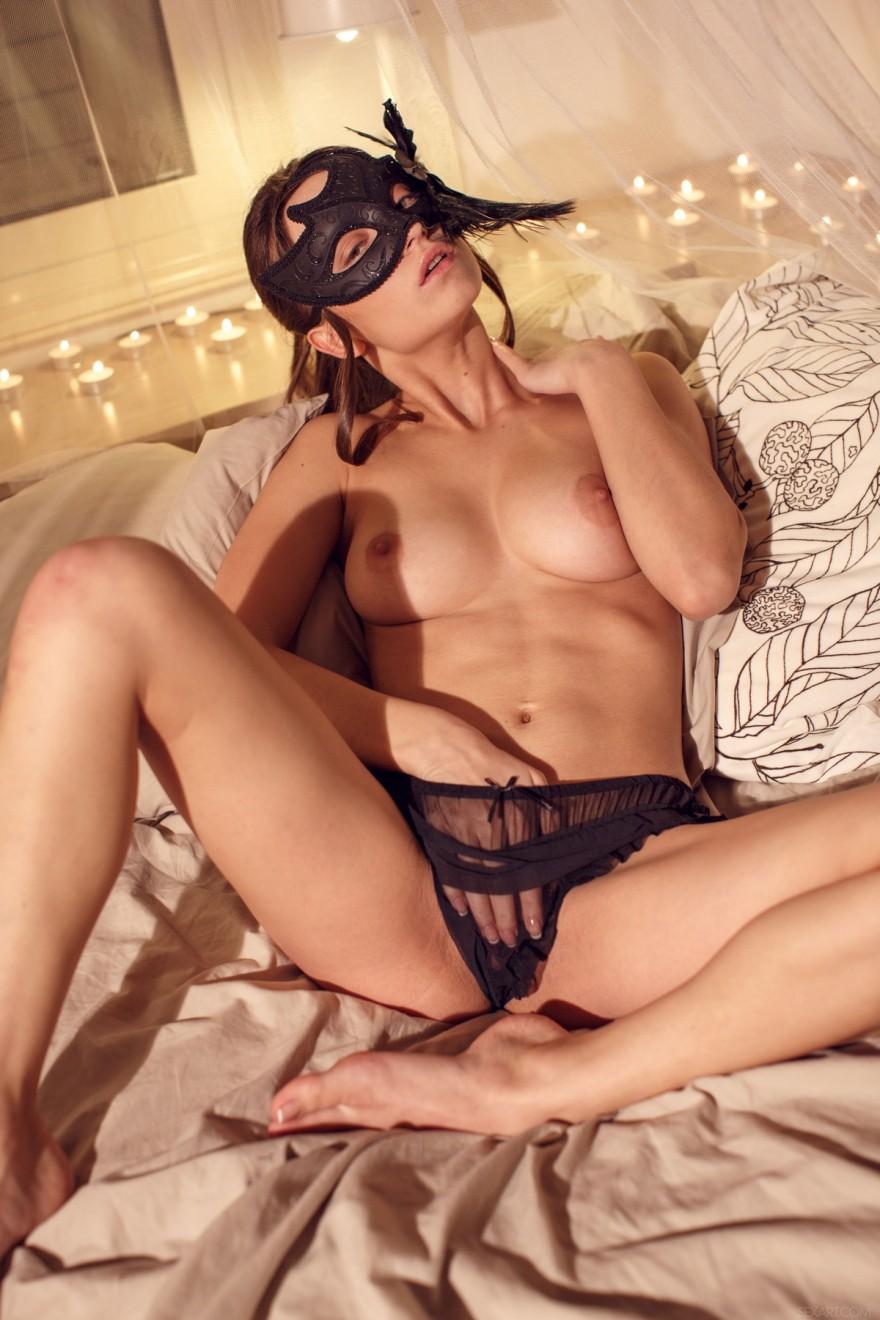 Девушки в масках эротические фото