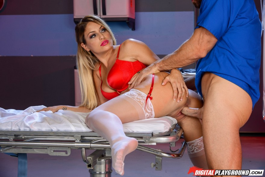 фото секса с медсестрой в перчатках