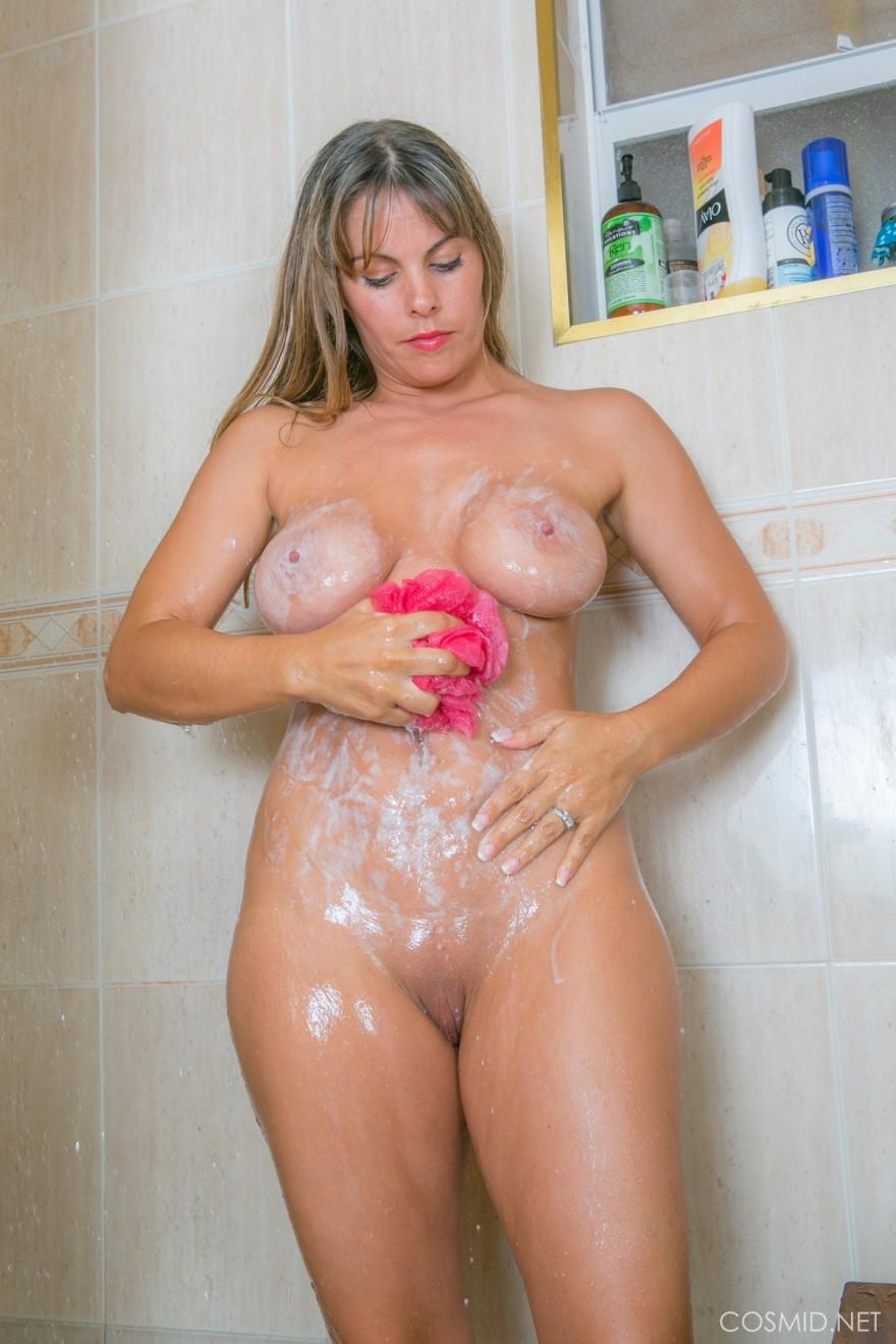 Фото возрастной мамки в ванной