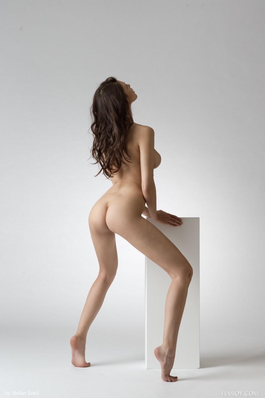 Фото хорошенькой телки Jasmine с натуральными сиськами