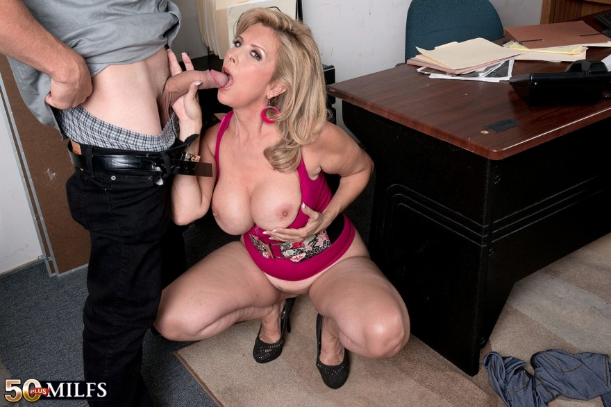 Порнофото секса зрелой женщины на работе секс фото