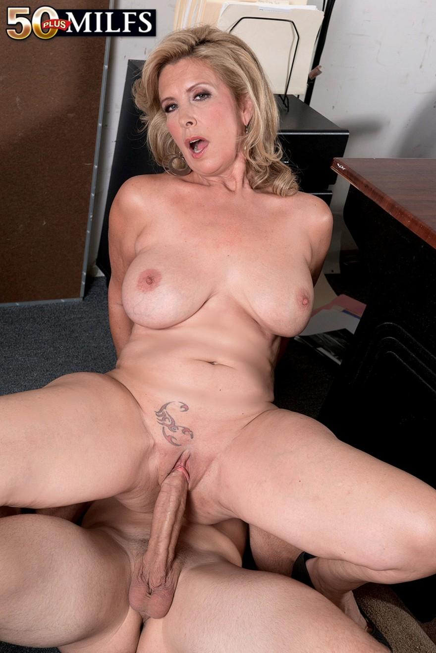 порно со зрелыми в офисе