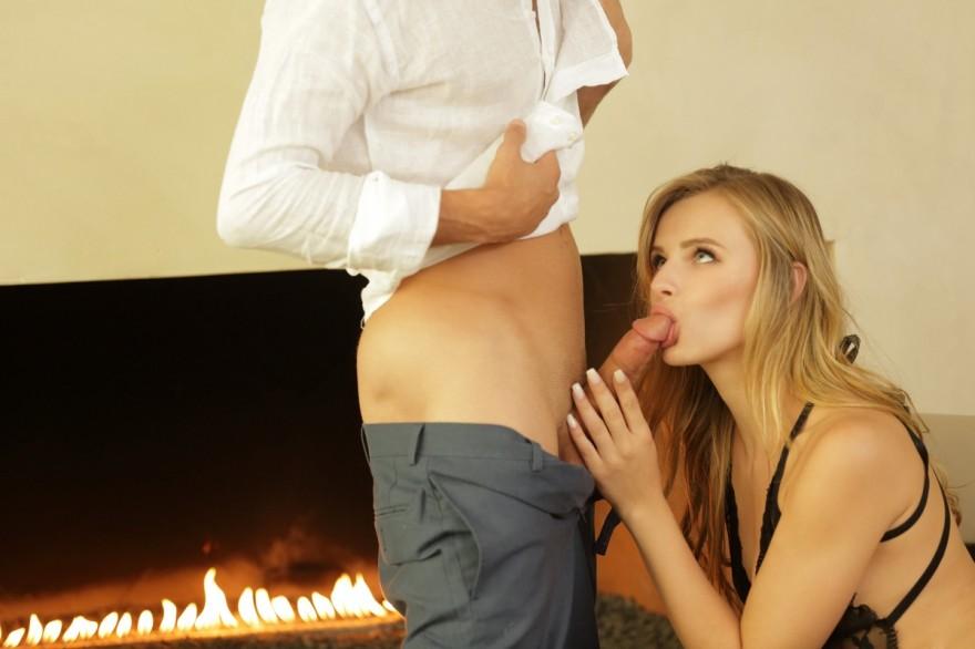 Романтический вечер возле камина порно