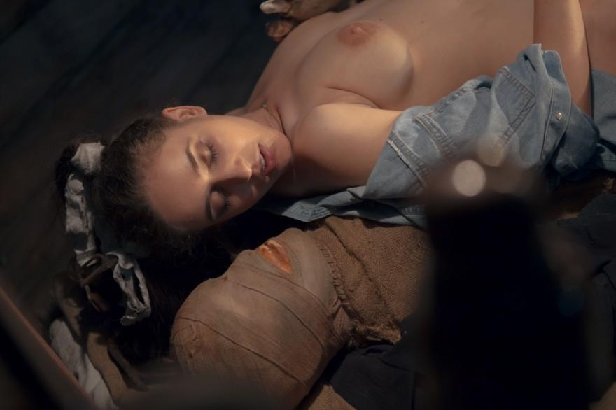 Чувственные снимки телки в сарае