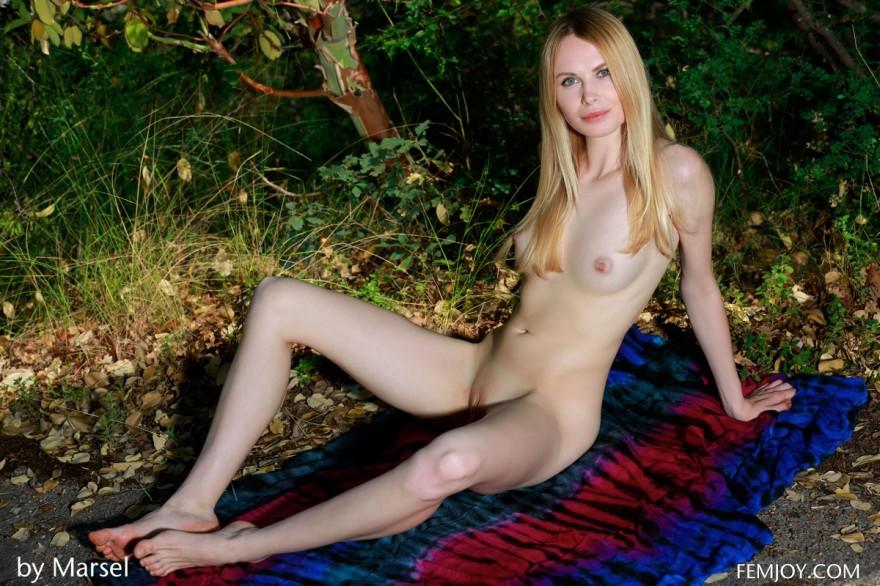 Лучшие снимках блондинки в саду