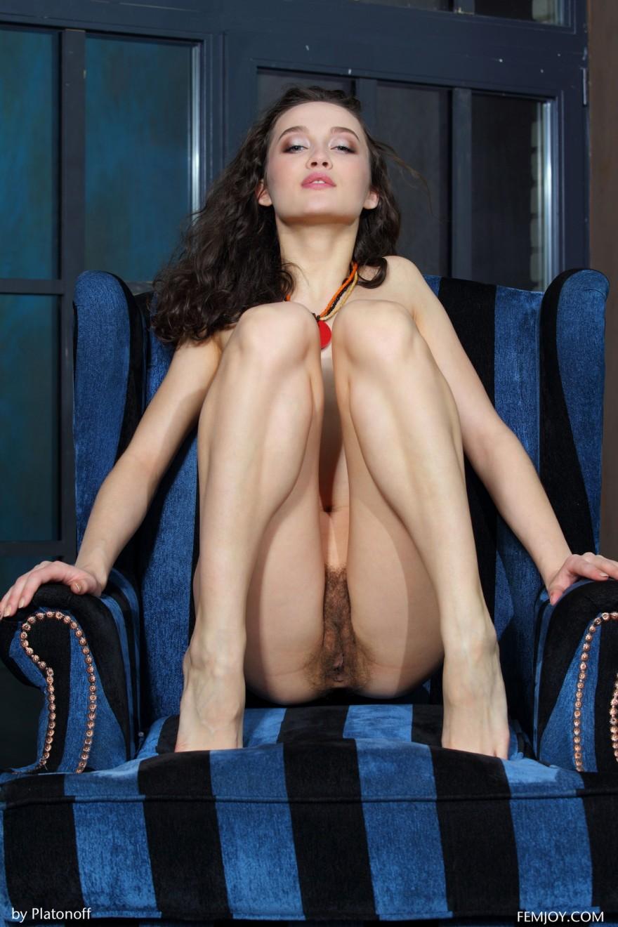 молодые волосатые киски порно фото
