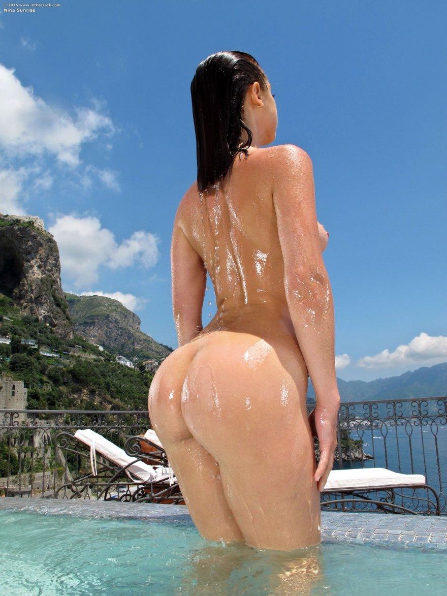 Огромная влажная попка дамы в бассейне смотреть эротику