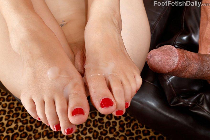 Порно Фото Наказание И Лизание Пальцы Ног