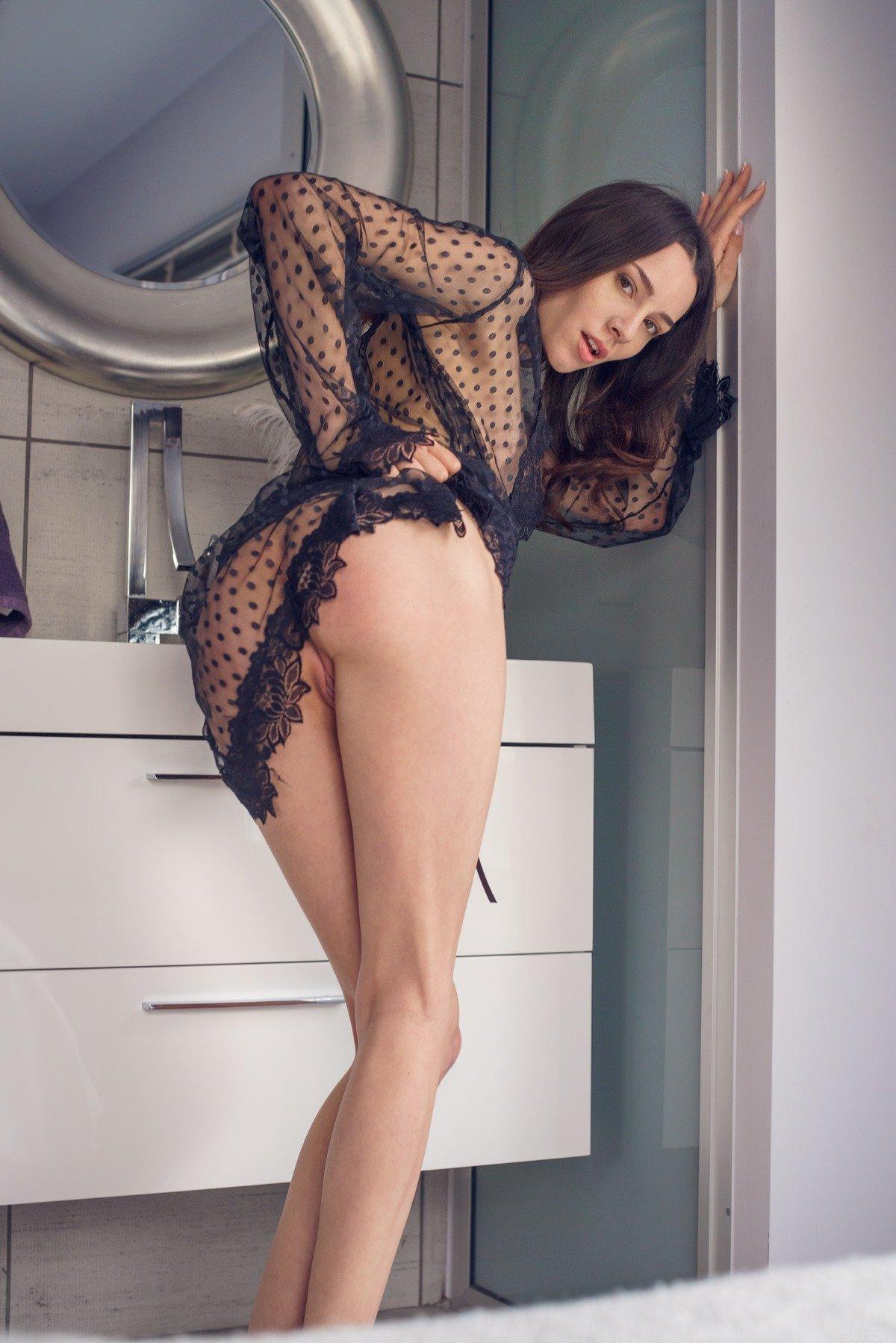 Порно секс девушка в прозрачном пеньюаре