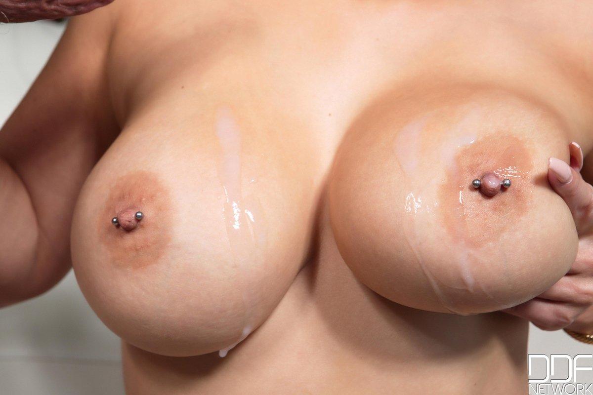 Фото анального секса с грудастой блондинкой
