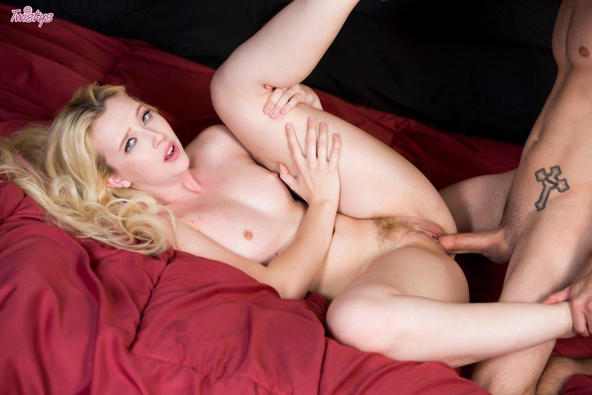 Интим с блондинкой с длинными волосами