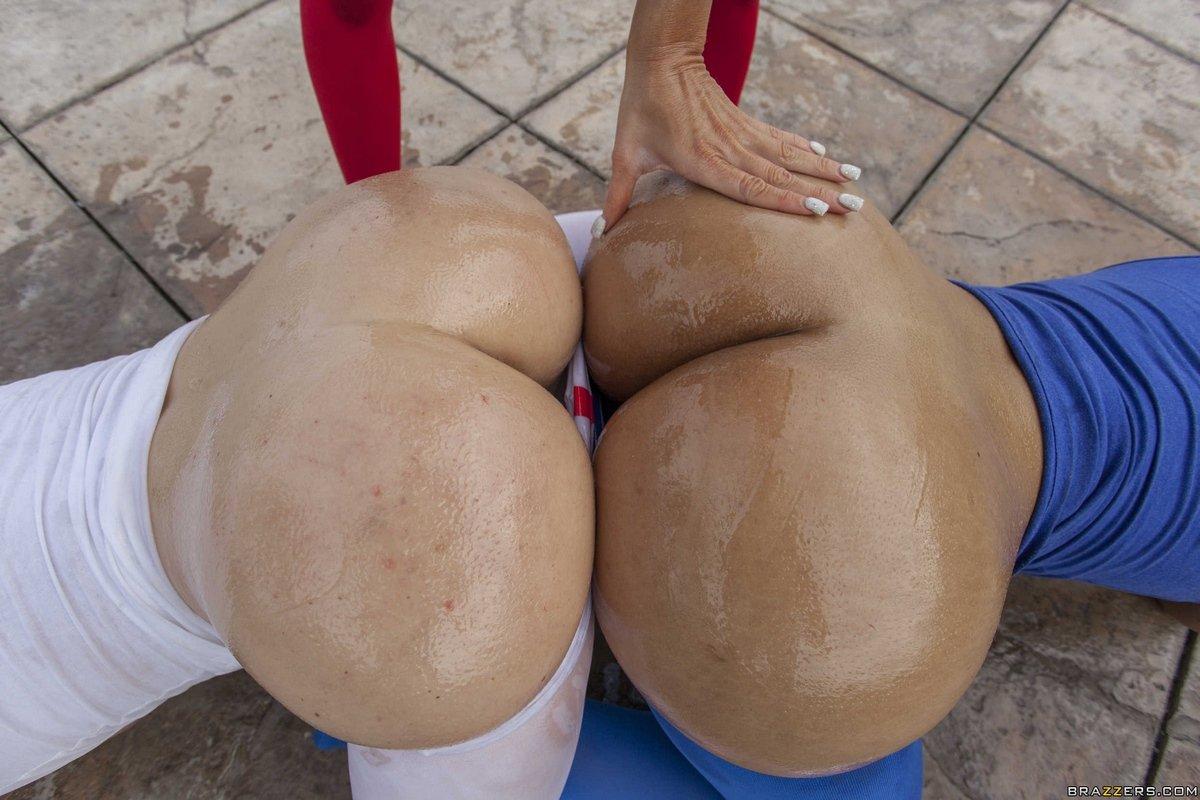 Три огромные задницы в масле
