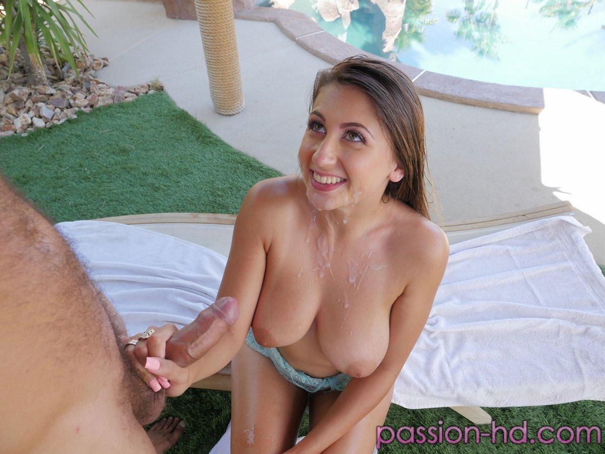 Ебля с девкой в масле на отдыхе