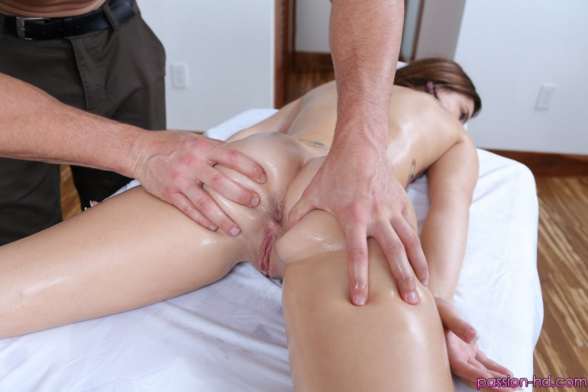 Видио эротический массаж.заканчивающийся сексом