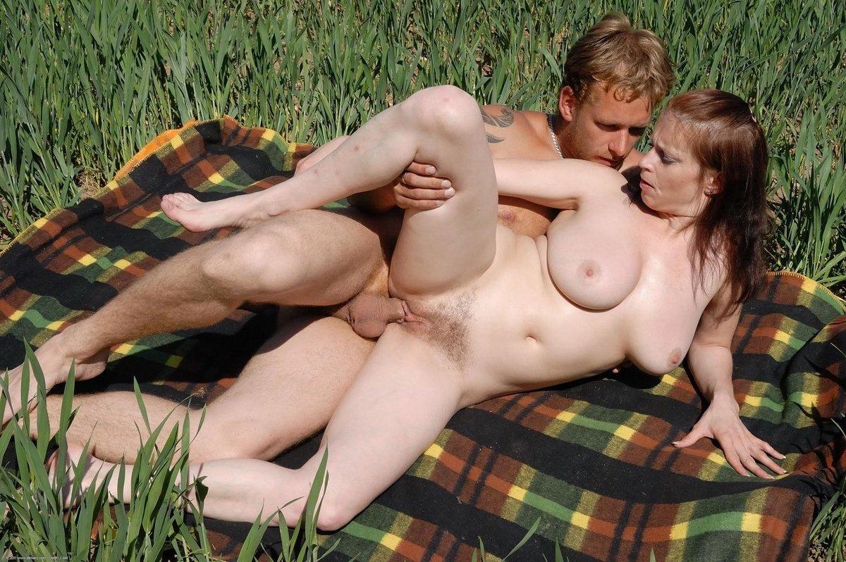 Видео на природе чувственный секс