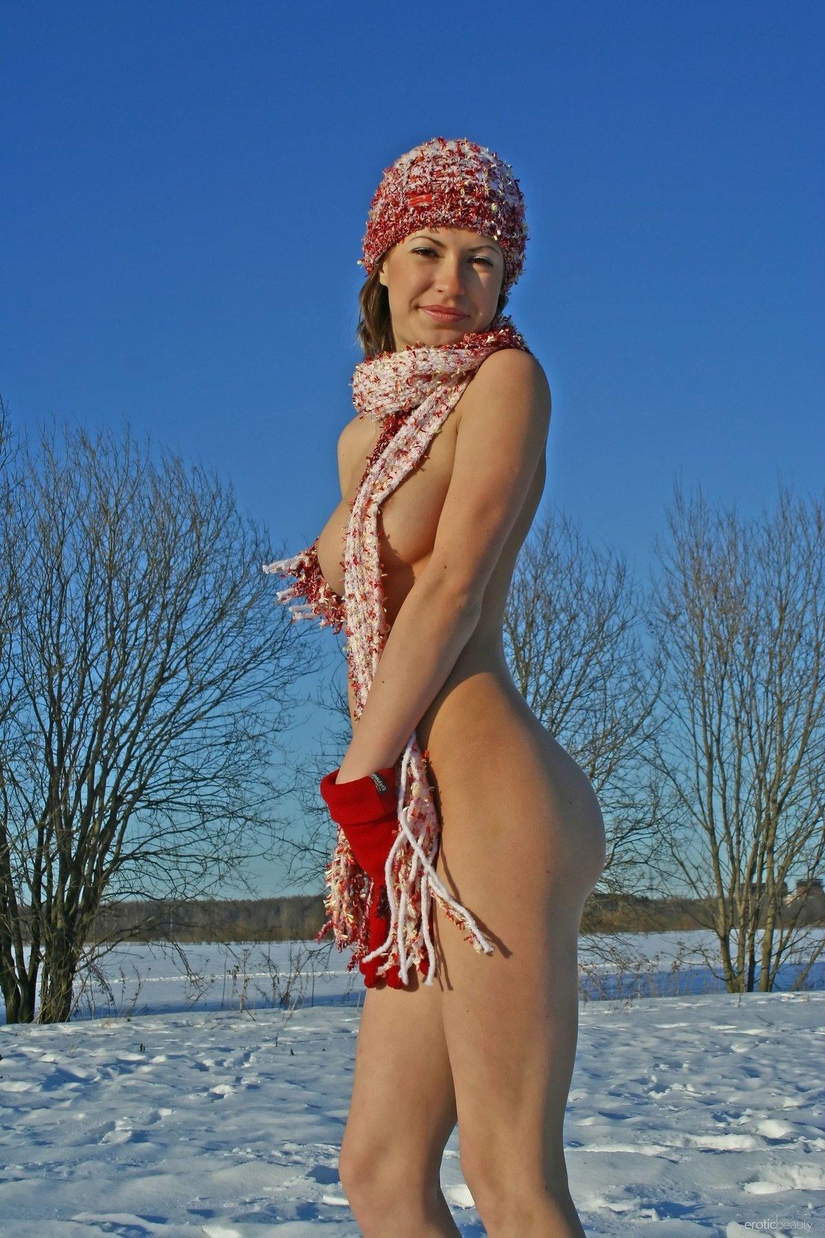 Русские голые девушки на пляже  порно на RusPorn