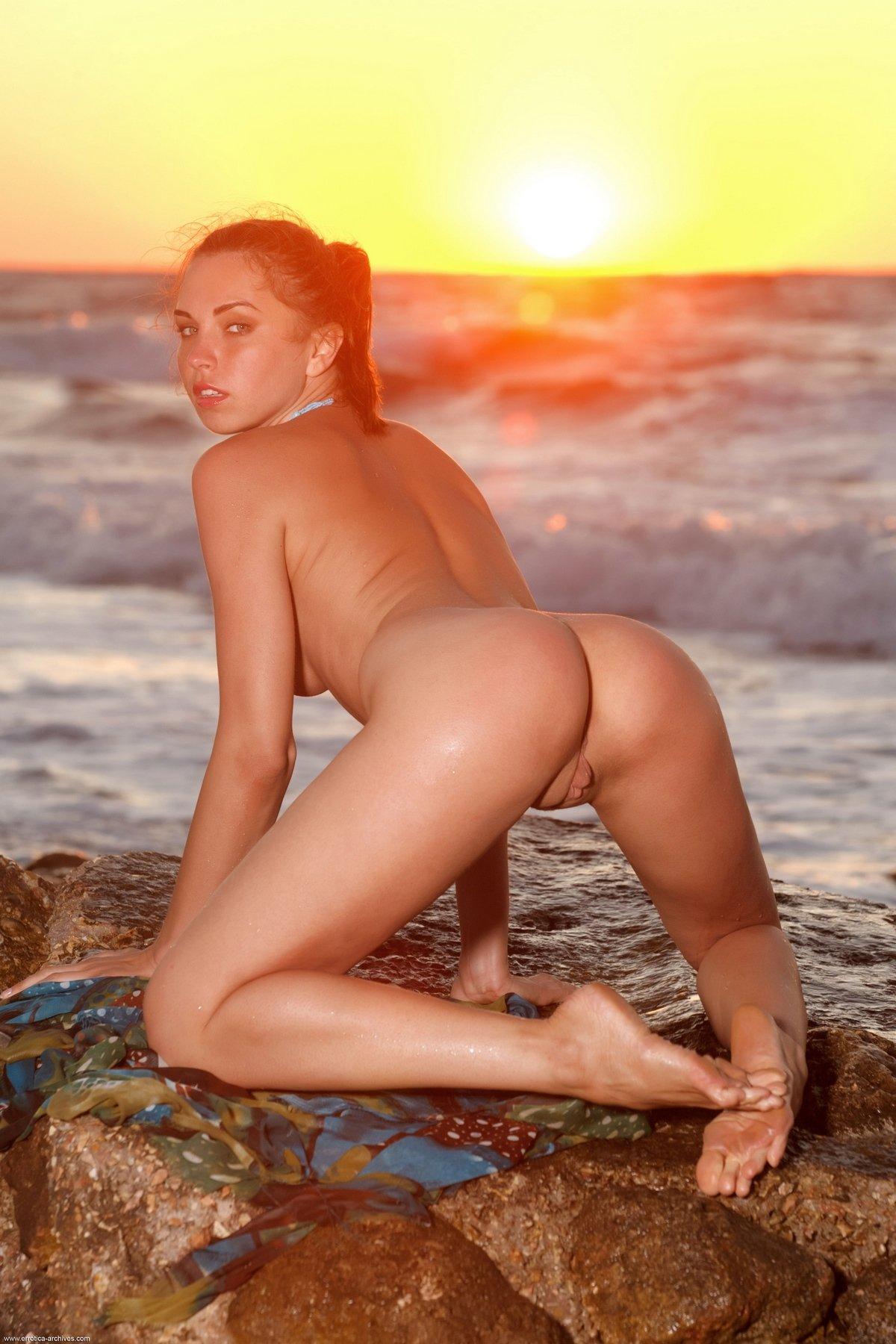 Морские интим фото тёлки на закате