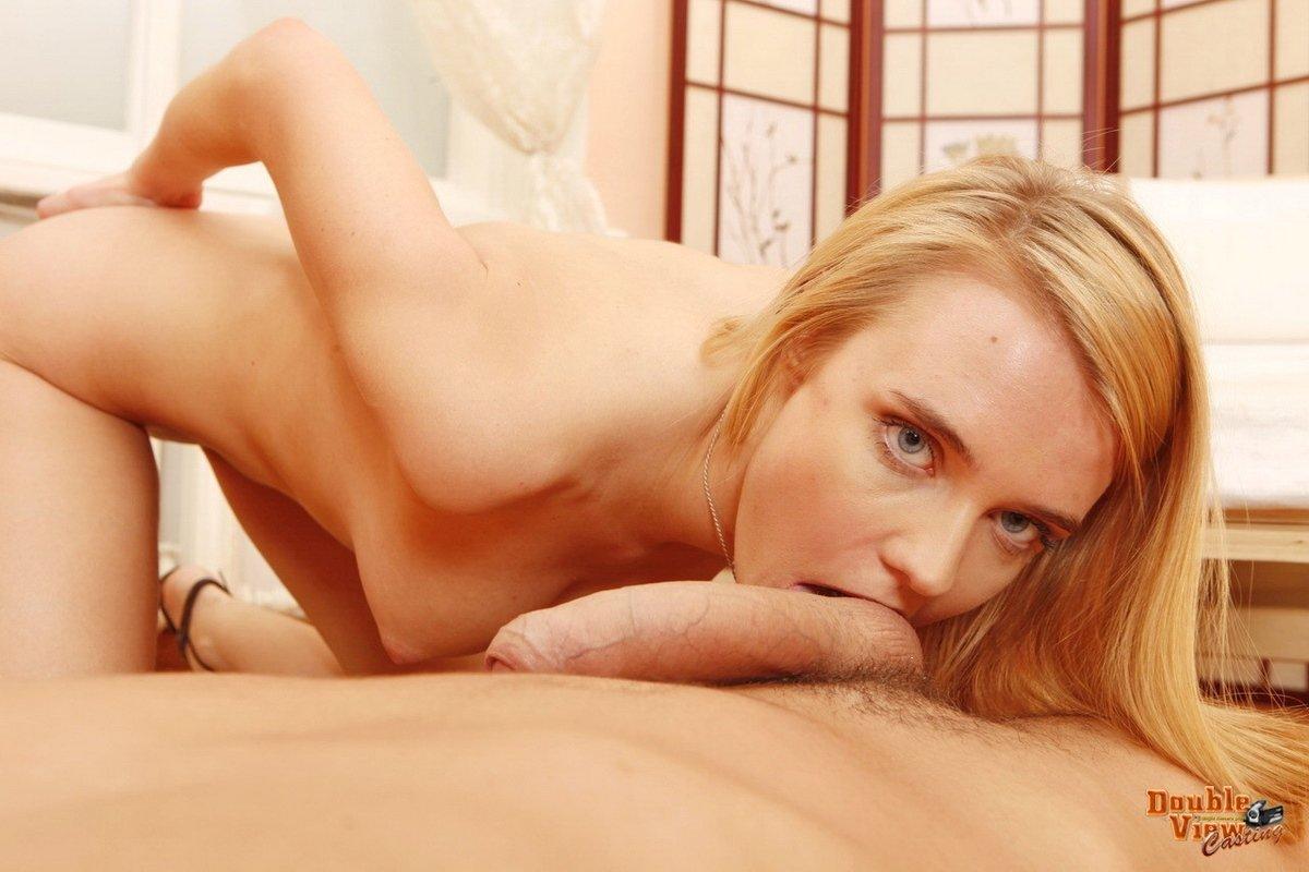 Длинный член в розовой жопе блондинки секс фото