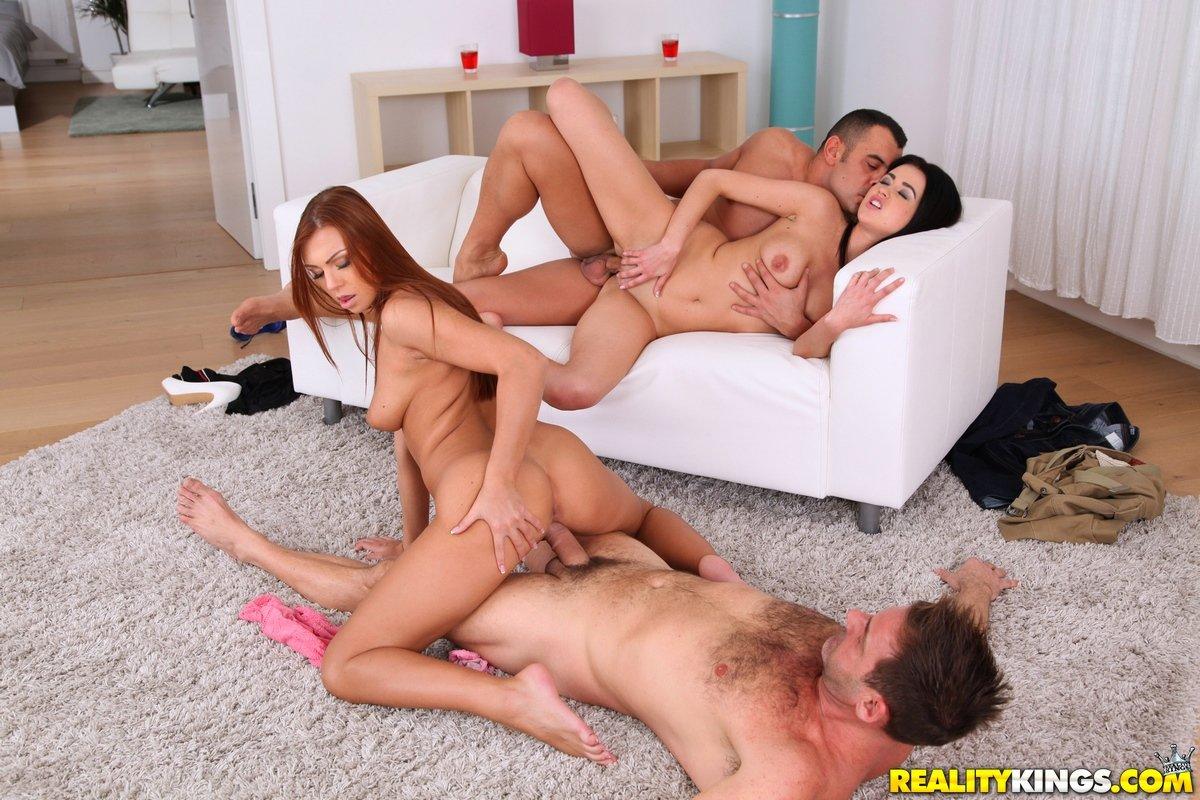 Ролики секс двух пар, Порно вчетвером - секс мжмж две девушки и два мужика 14 фотография