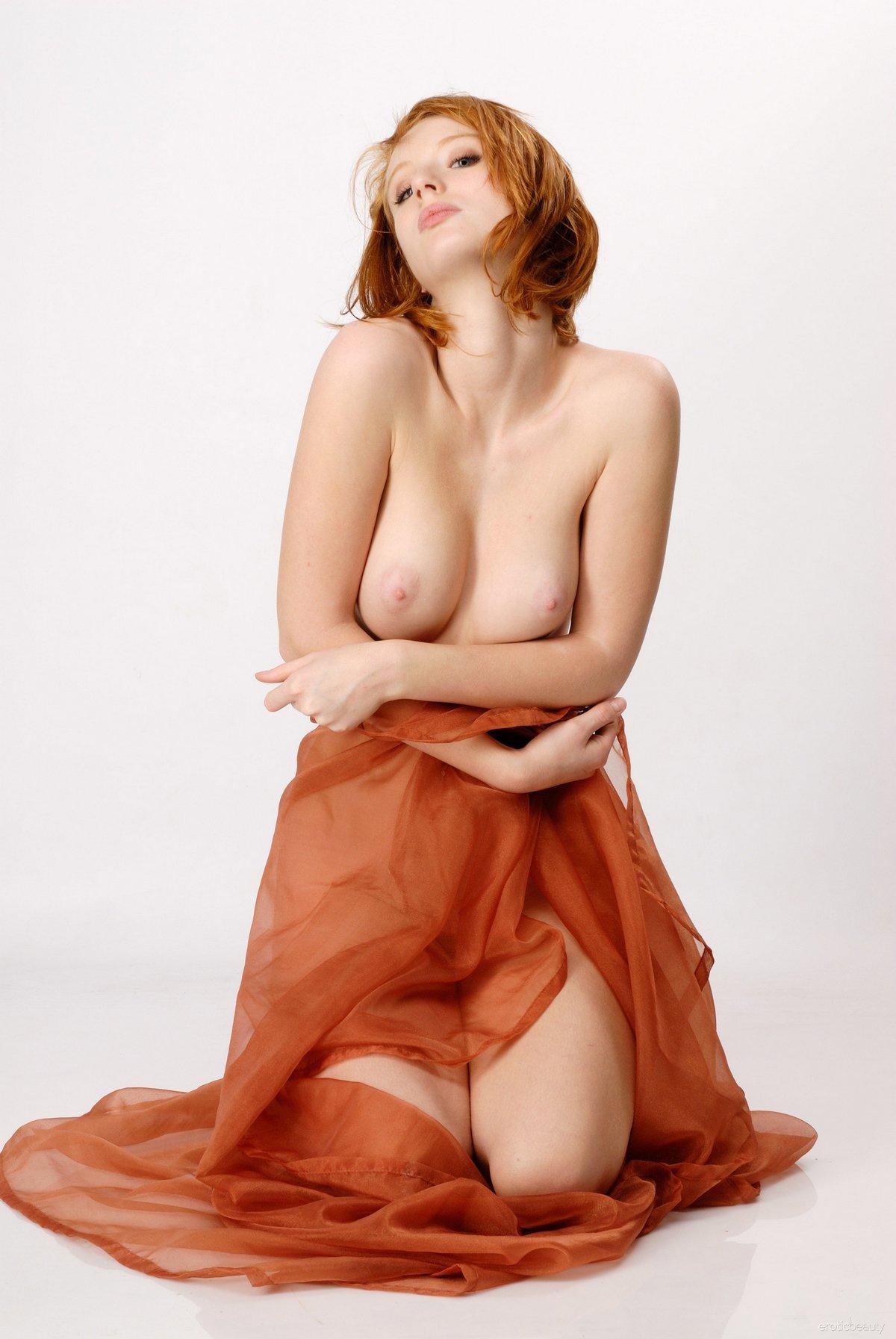 Красивые фото рыжеволосой девушки с пухлыми губками