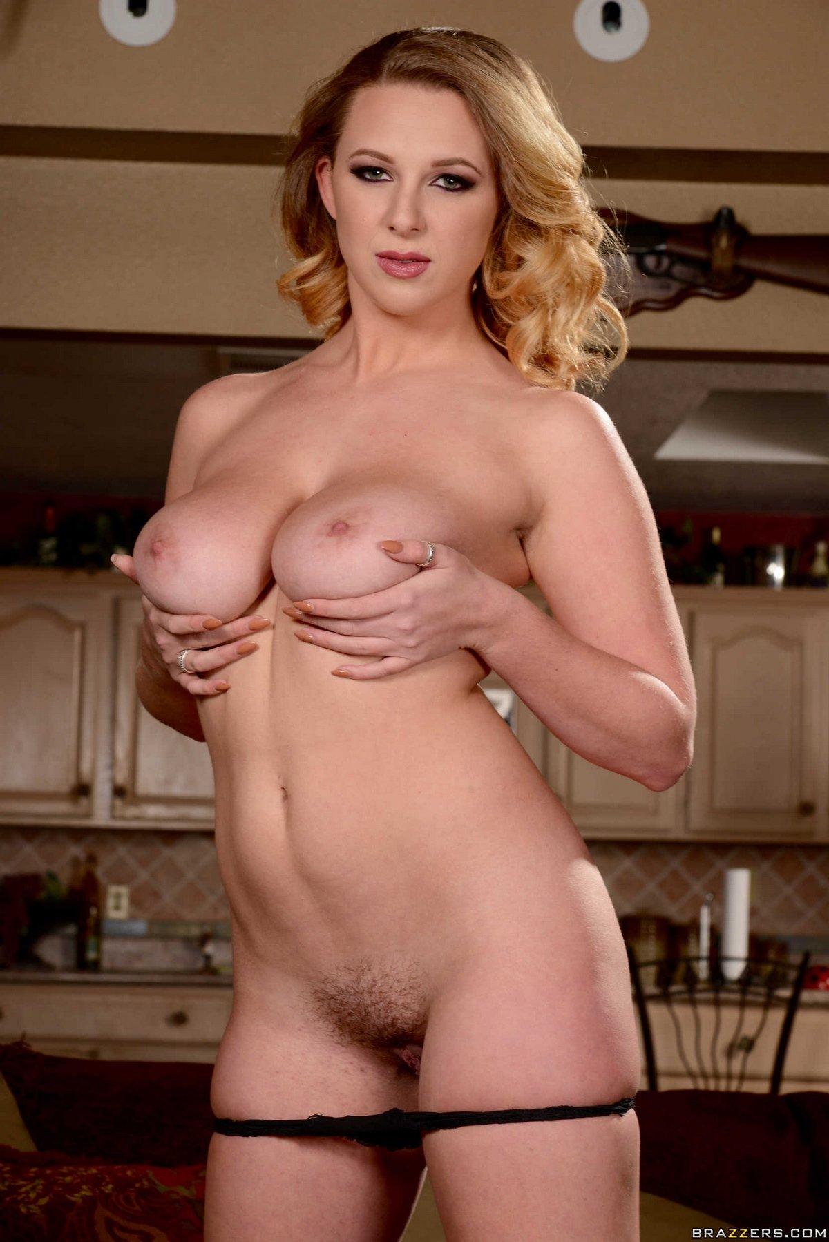 Эротика блондинки с великолепной фигурой и натуральными дойками