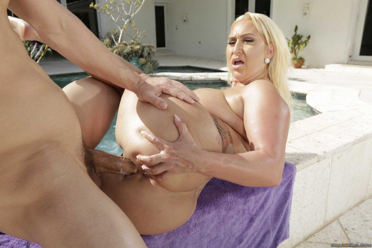 Секс с толстушкой блондинкой