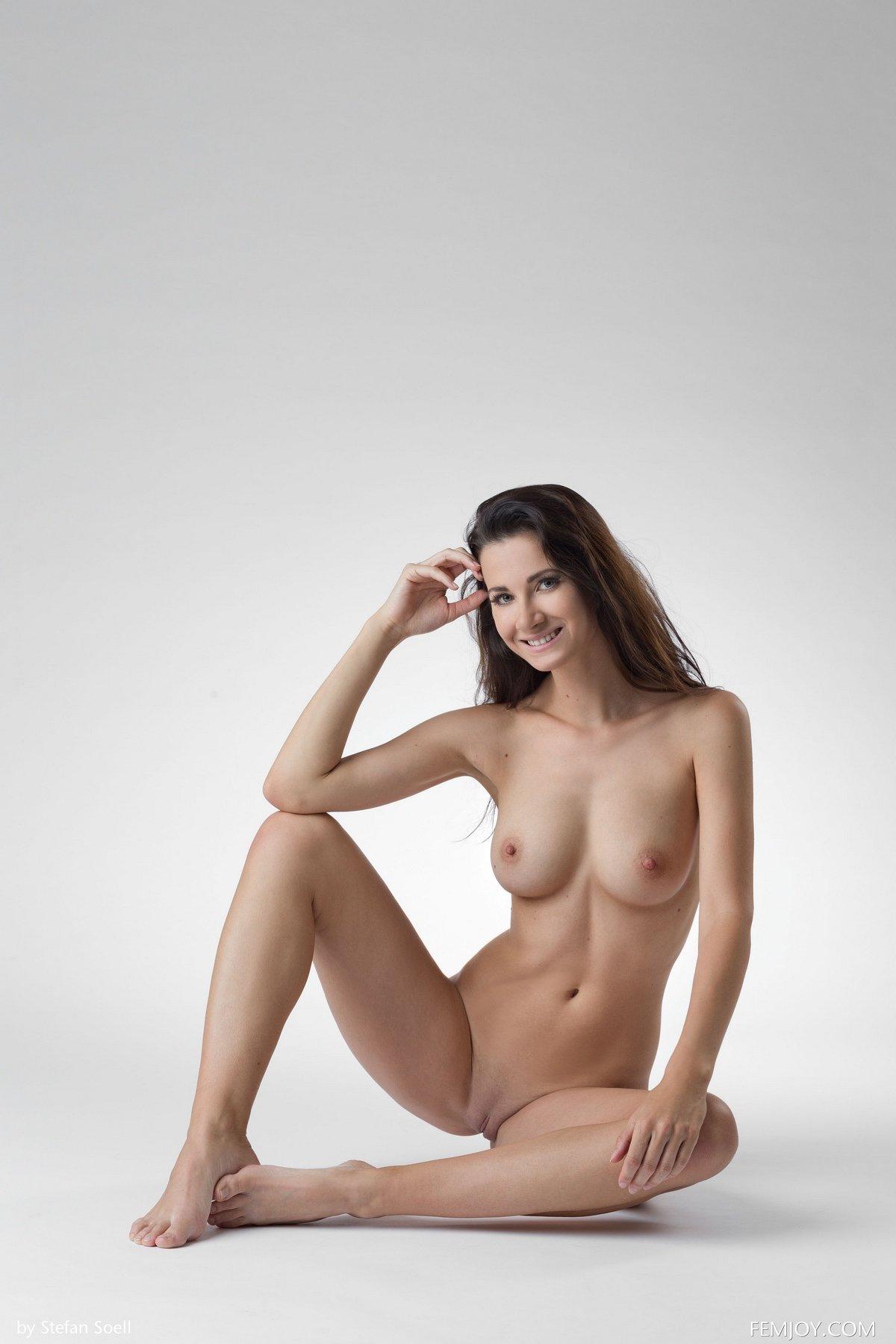 Изумительная фигурка манекенщицы Lauren